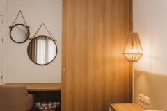 detall escriptori i armari